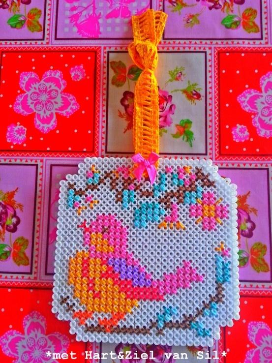 borduurwerk gemaakt op een strijkkralen-matje gemaakt door  met hart en ziel van sil