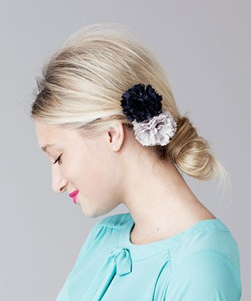 mini pom pom flower // perfect look for a holiday part! via @ban.do