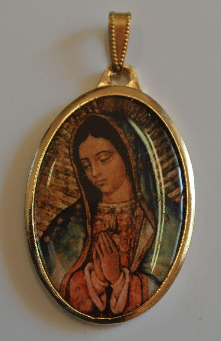 Medalla Virgen De Guadalupe Con Marco Dorado Dijes