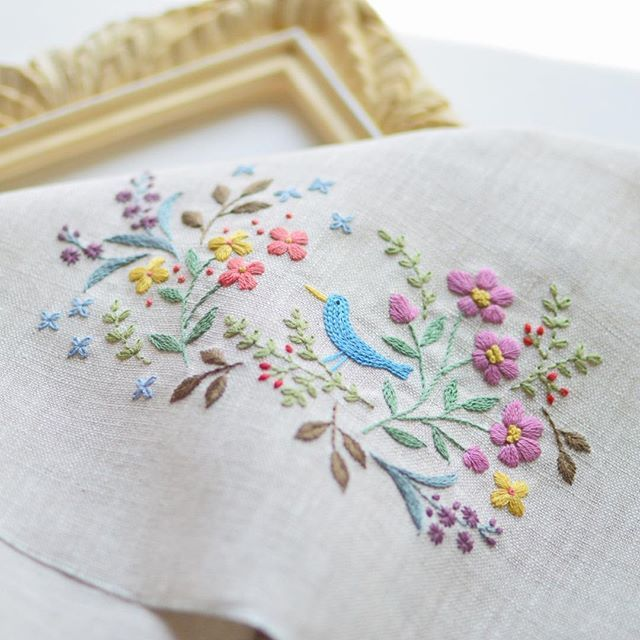 good afternoon! Embroidery finally finished. . ようやく刺繍が出来たー。 お話しの1ページのようなイメージで 絵を描くように刺繍をしてみました。 #embroidery #刺繍 #handmade