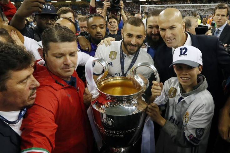 (L-R) Karim Benzema of Real Madrid, coach Zinedine Zidane of Real Madrid with Champions League trophy, Coupe des clubs Champions Europeensduring the UEFA Champions League final match between Juventus FC and Real Madrid on June 3, 2017 at the Millennium Stadium in Cardiff, Wales *** Local Caption *** (L'Equipe)