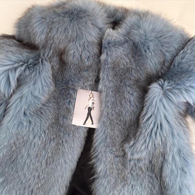 Dare to Dream! #fox in Cielo Blu from Lilly E Violetta! #fur #lillyevioletta #fashion #madeinitaly #originassured #craftedbyhand #madetomeasure #livingluxuryeveryday