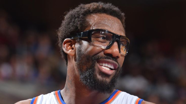 Dunk of the Night - Amar'e Stoudemire  Amar'e Stoudemire gets the feed on the baseline and elevates over his defender for