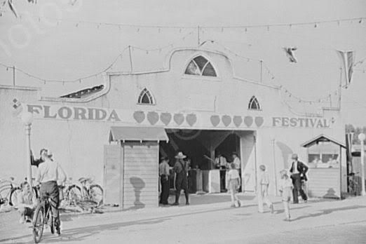 Florida Plant City Strawberry Festival 4x6 1930s Photo Here is a neat collectible featuring the entrance of the strawberry festival in Plant City Florida. This is an excellent reproduction of an old p