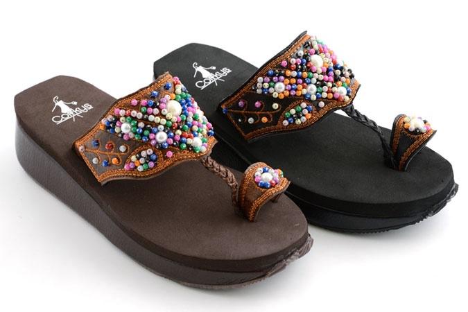 In brown.  With denim. Yea!Aztec Sooooooooooooooooooo, 80 Degree, Degre Christmas, Christmas Weather, Degree Christmas, Addict Shoes