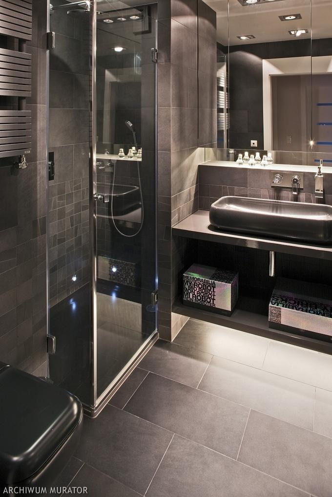 gray bathroom  I really like the floor