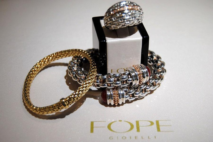 Add a charm to the Solo bracelet with or with out diamonds in gold or palladium!!!