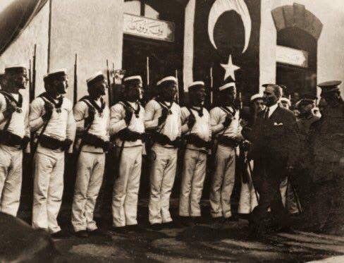 14 Temmuz 1927, Atatürk'ün denizciler tarafından karşılanması.