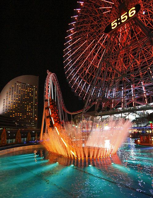 Yokohama Cosmo World, Japan - An amusement park with a Ferris Wheel which is one of the largest in the world, with a capacity of 480 passengers and a height of 112.5 meters. S)