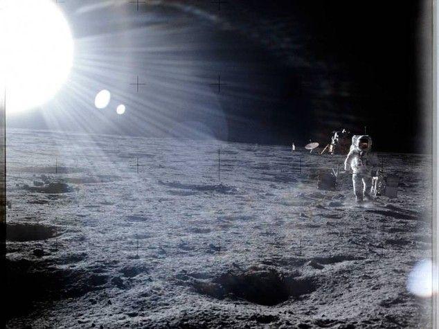Le foto mai viste dello sbarco sulla Luna