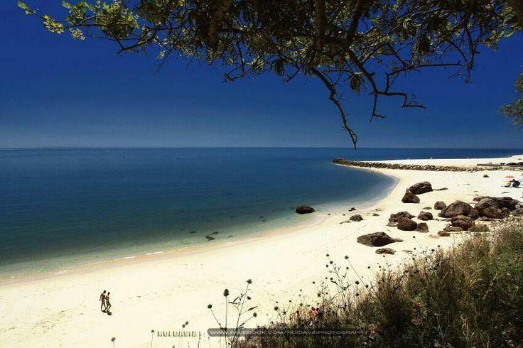 plus belles plages de la région de Lisbonne - Plage de la Figueirinha   RePinned by : www.powercouplelife.com
