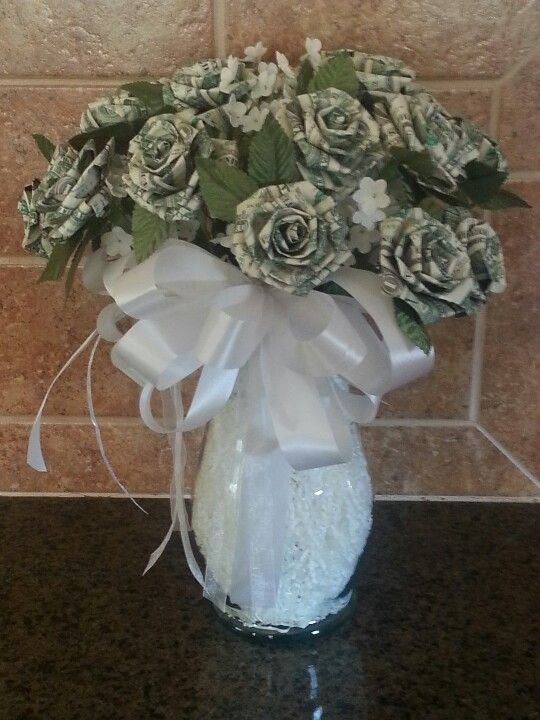 Dollar origami rose bouquet.money