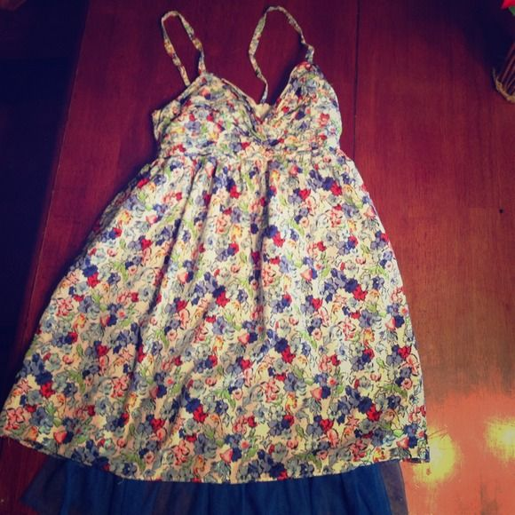 Abercrombie and Fitch Floral Dress This is a cute Abercrombie and Fitch dress, worn like twice, I am accepting trades and any offers! Abercrombie & Fitch Dresses