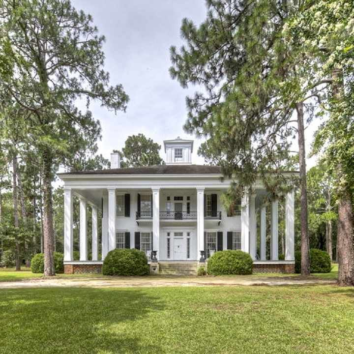 Iris court was built in 1854 in albany georgia for judge for Home builders albany ga