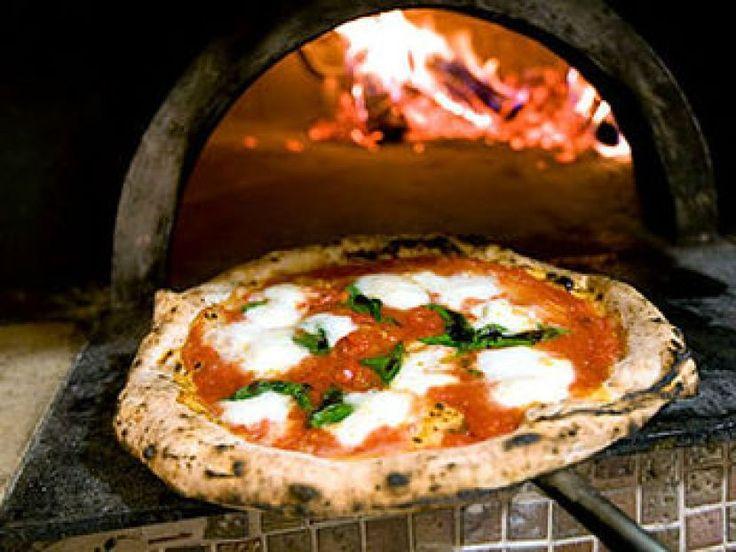 Mozzarella lituana, concentrato di pomodoro cinese, olio tunisino e grano canadese ...e poi? Ma la pizza italiana dov'è finita???