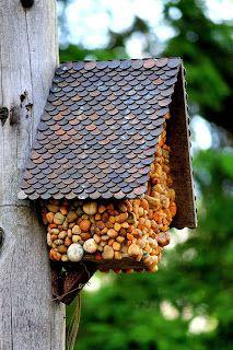 "http://www.amzn.com/B000ALDGD2/&tag=trioweddingrings-20  Love the ""penny roof""."