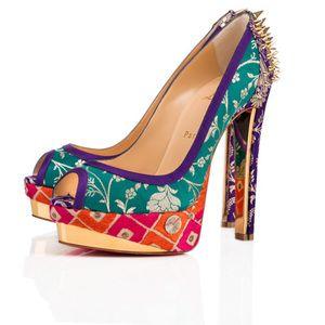 クリスチャン ルブタンとインドのデザイナーが協業ビンテージサリーを靴に