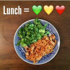 Here are just a few of my favorite 21 Day Fix Lunch Recipes. I have 4 children at home and I am in college full time so all of these recipes are quick and easy!Taco Salad – seasoned ground b…