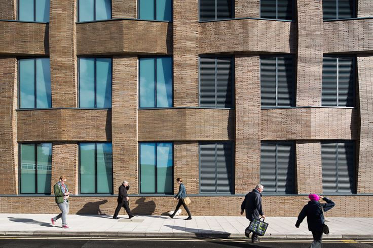 Client: Hiscox Architect: Make Architects Main Contractor: Bam Construct Structural Engineer: Arup M&E Consultant: Bam Services Engineering QS: Gleeds Interior Design: KKS Strategy