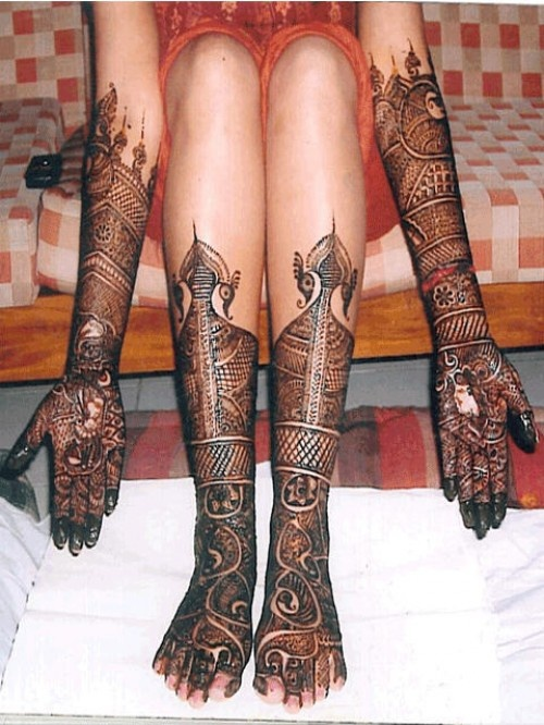 Yep, I am going to have henna up my arms and legs on my wedding day :D I hope it looks almost like this!