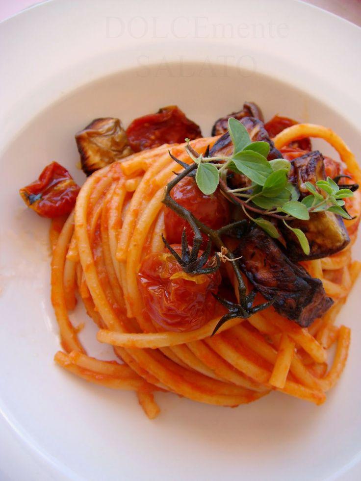 DOLCEmente SALATO: Bucatini con salsa di pomodorini confit e melanzan...