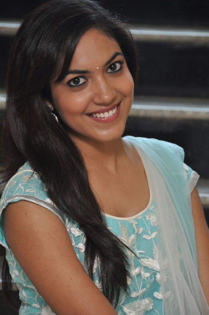 Model Ritu Varma in Salwar Kameez At Pochampally Ikat Art Mela (25) at Actress Ritu Varma At Pochampally Ikat Art Mela  #RituVarma