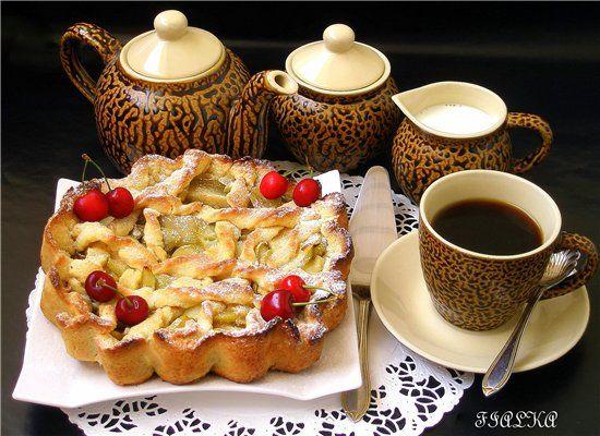 Песочный пирог с яблочной начинкой.