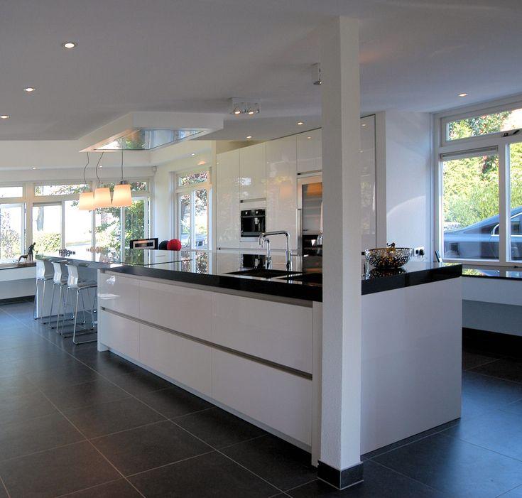 Moderne keuken, hoogglans aanrechtblad, zwart/wit ...