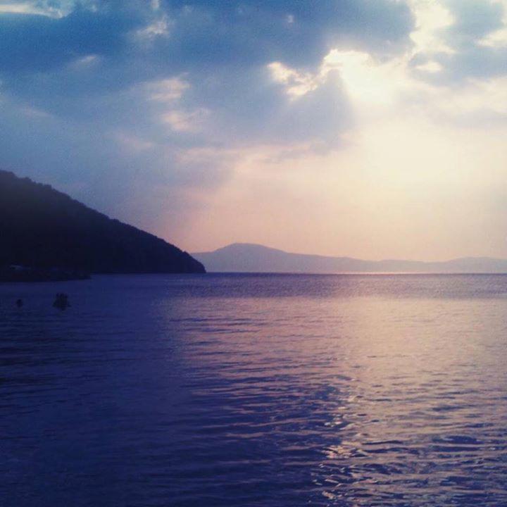 The sunset filtering through the clouds over the Messinian bay Peloponnese.  #greece #peloponnese #greeceis #wanderlust #wonderlust #reasonstovisitgreece #handofgreece #bbctravel #kalamata #kalamatat21 #messinia #messinianbay #sunset #sealife #everydayphotos_greece #authenticgreece #photooftheday #vsco #travelgreece #exploregreece #instagreece #vscogreece #realgreece #vsco #vscogreece #ig_world_colors #greichenland #grecia