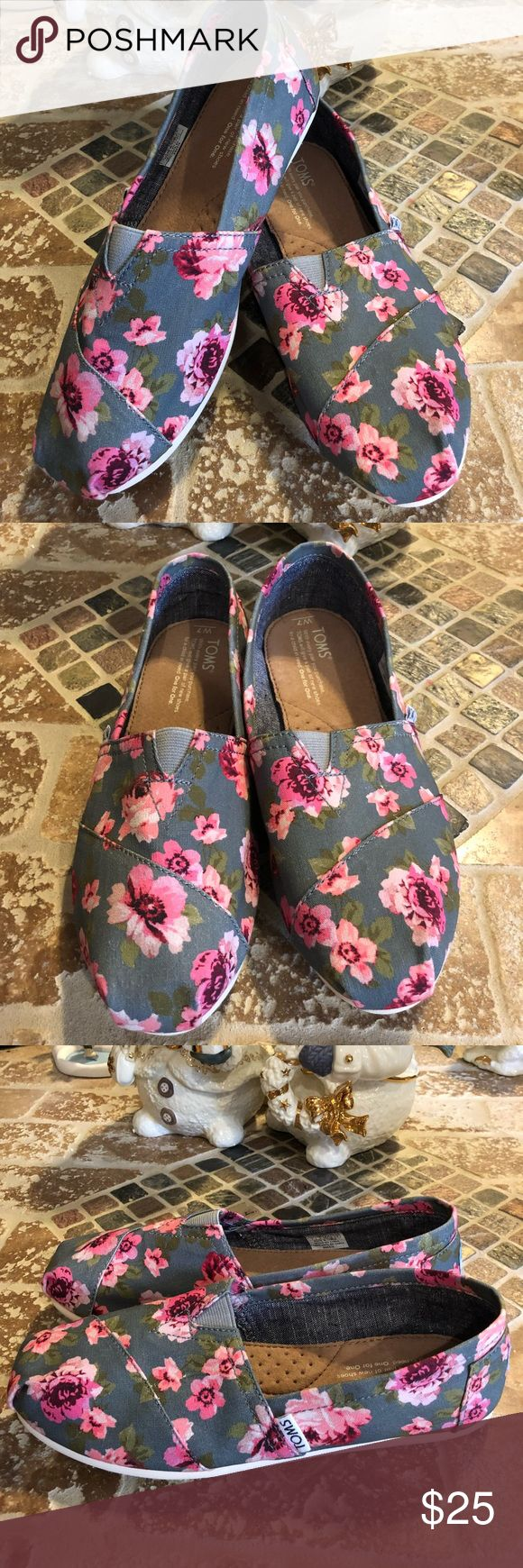 Toms size 7W Cute floral Toms. Really good condition ‼️ Toms Shoes Flats & Loafers