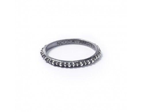 masaï ring | geoxideerd zilver | Petite rings | NOOSA | Amsterdam Petite Collection | Wishlist
