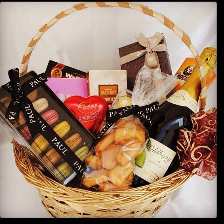 #gifthamper#goodies#giftbasket#myuae#mydubai#dubailife#giftwrapping#myabudhabi#treasureboxuae# by treasureboxuae