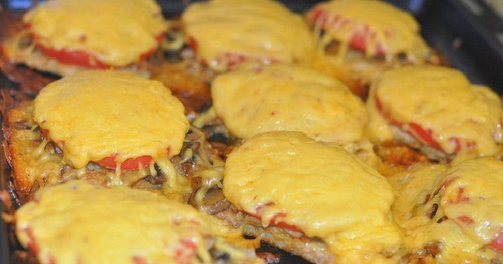 Sajtot tett a hússzeletekre, majd a sütőbe tette, káprázatos ebéd lett belőle! - Ketkes.com