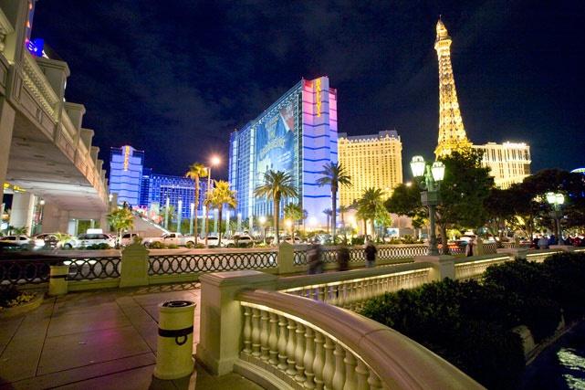"""Gastronomía de primera en Las Vegas  Sí, claro que a Las Vegas uno va a divertirse, pero además de los casinos, centros nocturnos y shows, la llamada """"Ciudad del pecado"""" también concentra una infinidad de restaurantes de primera."""