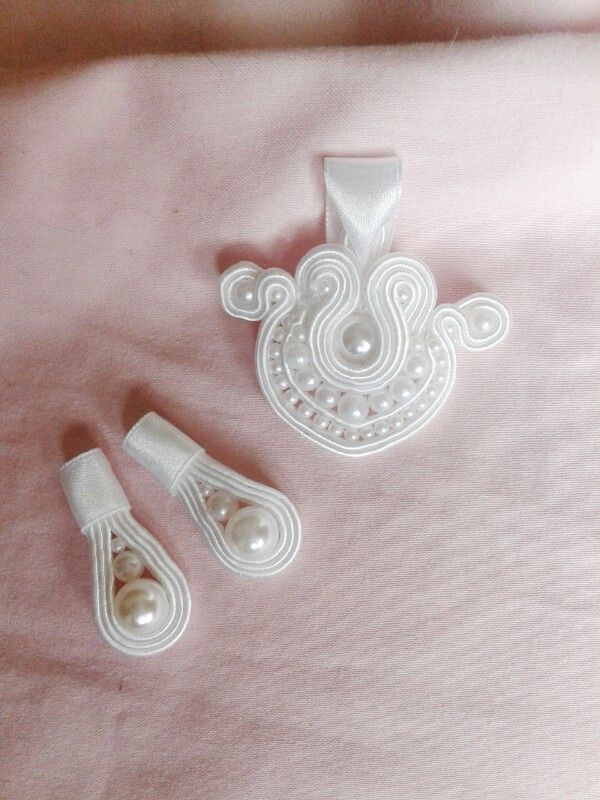 Pearl pendant and earings