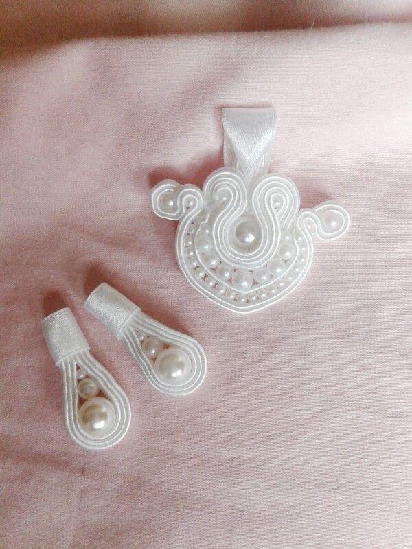 Pearl pendant and earings