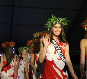 Miss France 2016 : les candidates ont défilé en paréo à la Présidence