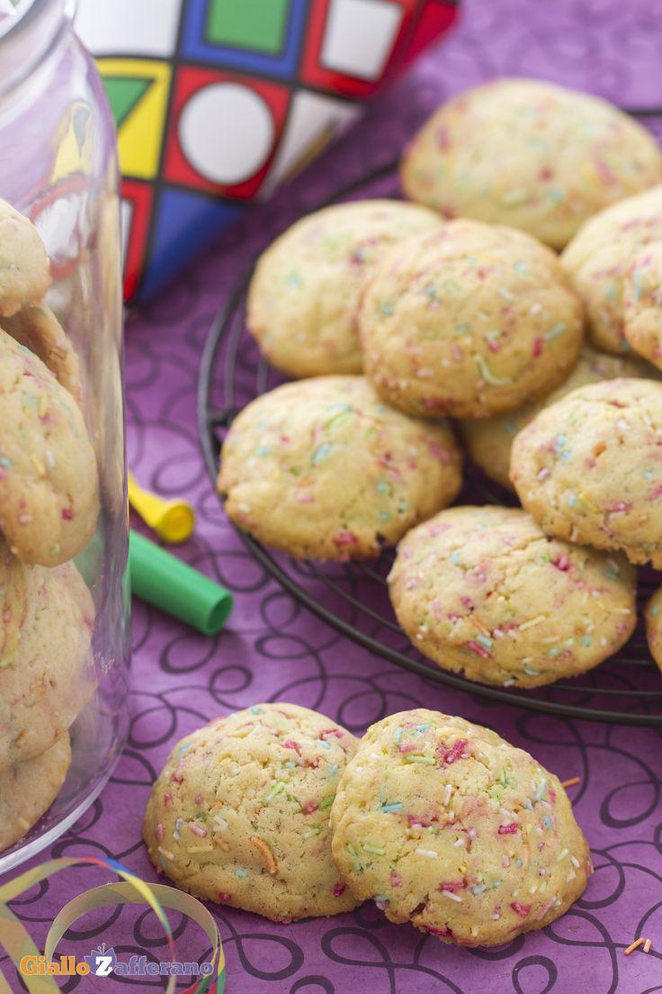 Biscotti arlecchino: un goloso impasto arricchito con codette di zucchero di diversi colori. Perfetti per Carnevale!   [Harlequin cookies]