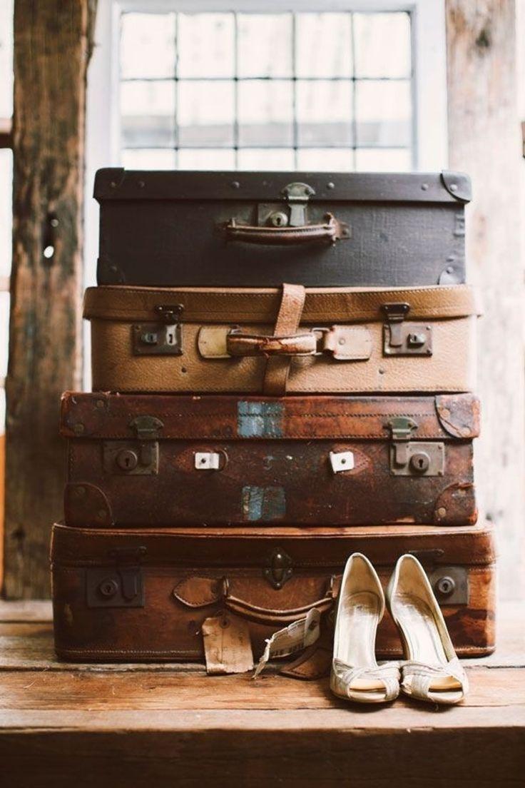 5. #valises en cuir empilées - 29 #idées de rangement #vintage pour ajouter une #touche Unique à #votre maison... → DIY