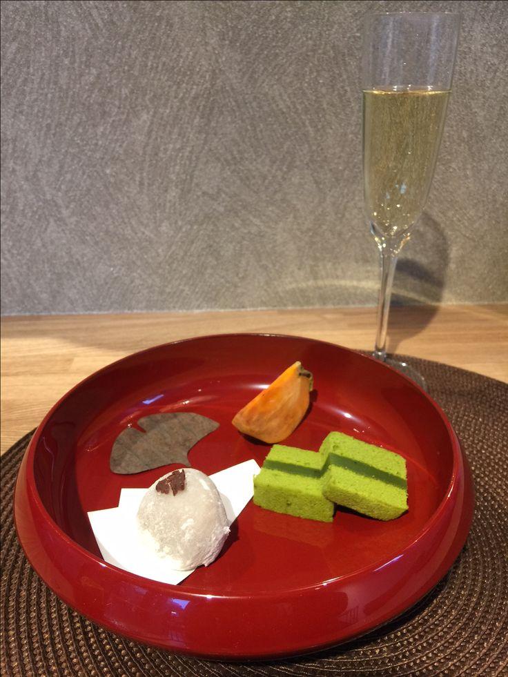 季節の和菓子揃え。 Fudanシリーズ_きょうかはち銀朱色   http://j-cocomo.jp