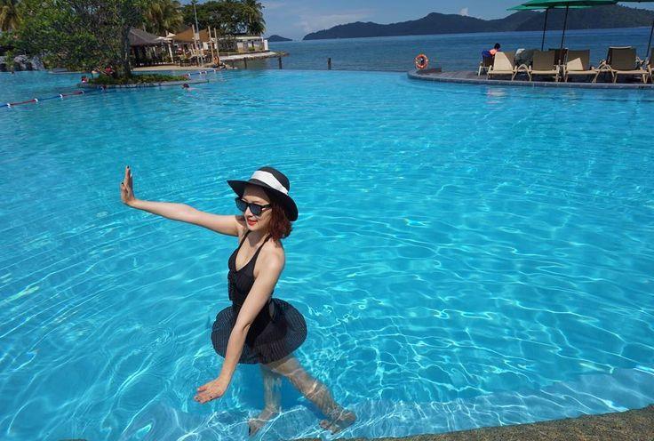 Instagram의 ᴰᴬᴵᴸᵞ ᴿᴱᶜᴼᴿᴰ 님: 맘에 쏙 드는 모노키니  . . . . . #인스타데일리#여행#오오티디#전신샷#모노키니#비키니#좋아요#말레이시아#코타키나발루#샹그릴라탄중아루#인피