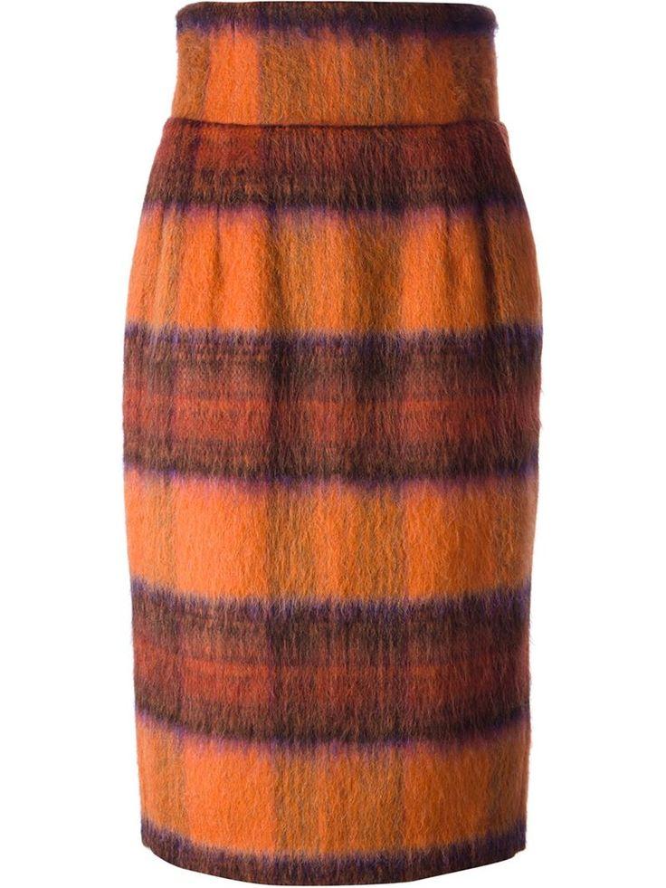 Lo stile di Stella Jean nasce dal mix delle origini africane della designer e un'estetica più contemporanea, senza dimenticare dettagli vintage. Come questa gonna dalle tonalità calde e avvolgenti come il tessuto e la forma a matita. Bellissima!   Skirt - Stella Jean  #skirt #stellajean #fashion #orange #style