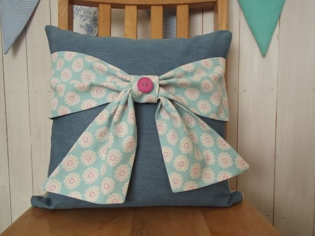 Cushion with bow £12.00