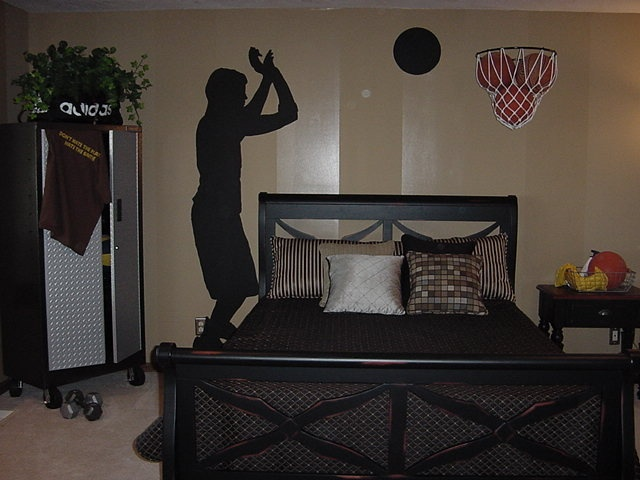 Young mans sports themed bedroom