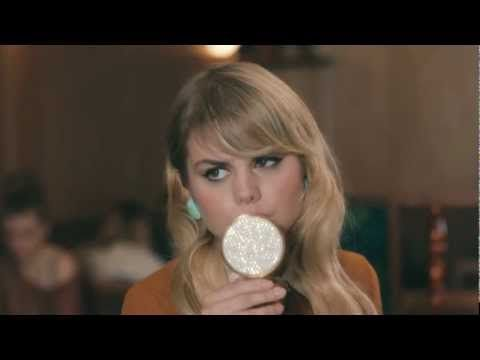 Coeur de pirate - Adieu (clip officiel) So goood! She also has tats all over her body, and is just a cool person! Love her!