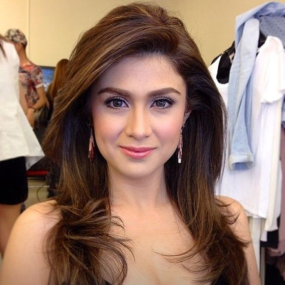 Filipina eyes dating online