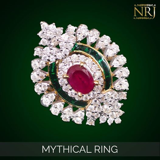 Narangs Raj Jewellers is an exclusive jewellery store in Karol bagh with a stunning range of Kundan Necklace ,Gold Necklace,Gold Pendant, 22 Karat Gold .It is top shop in Delhi NCR with Indian traditions and modern jewellery at one place.
