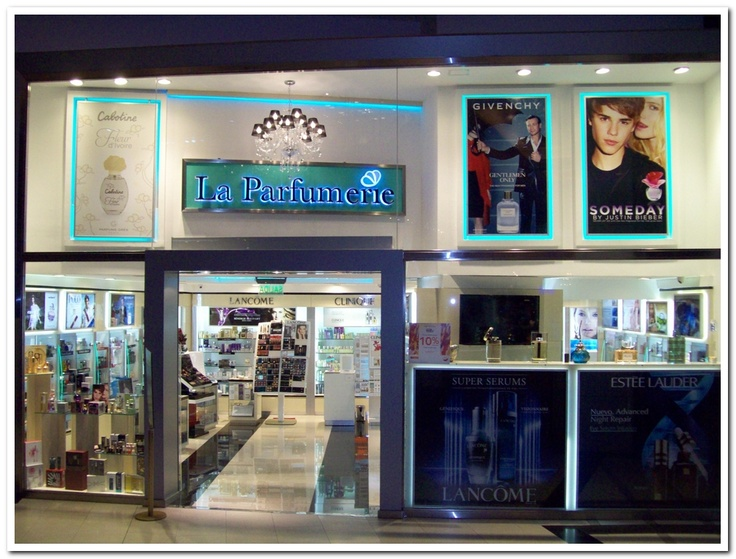 Justin en La Parfumerie del shopping del Alto Palermo...