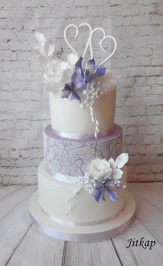 Wedding cake white and purple by Jitkap - http://cakesdecor.com/cakes/303269-wedding-cake-white-and-purple