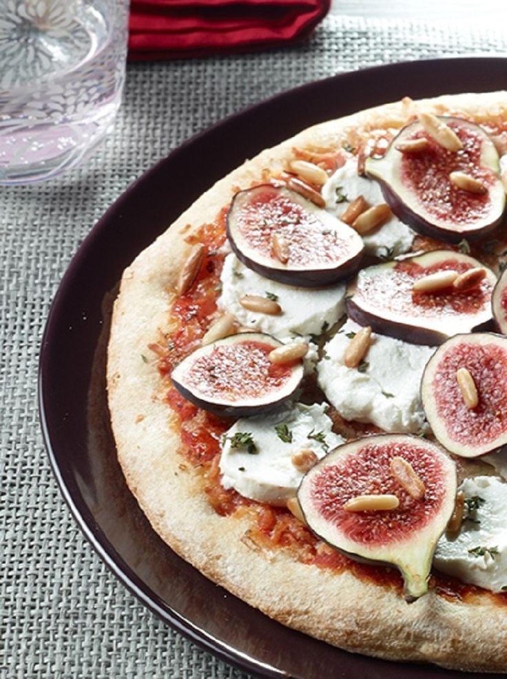 Frische Feigen und milder Ziegenkäse auf einer knusprigen Tradizionale-Pizza.
